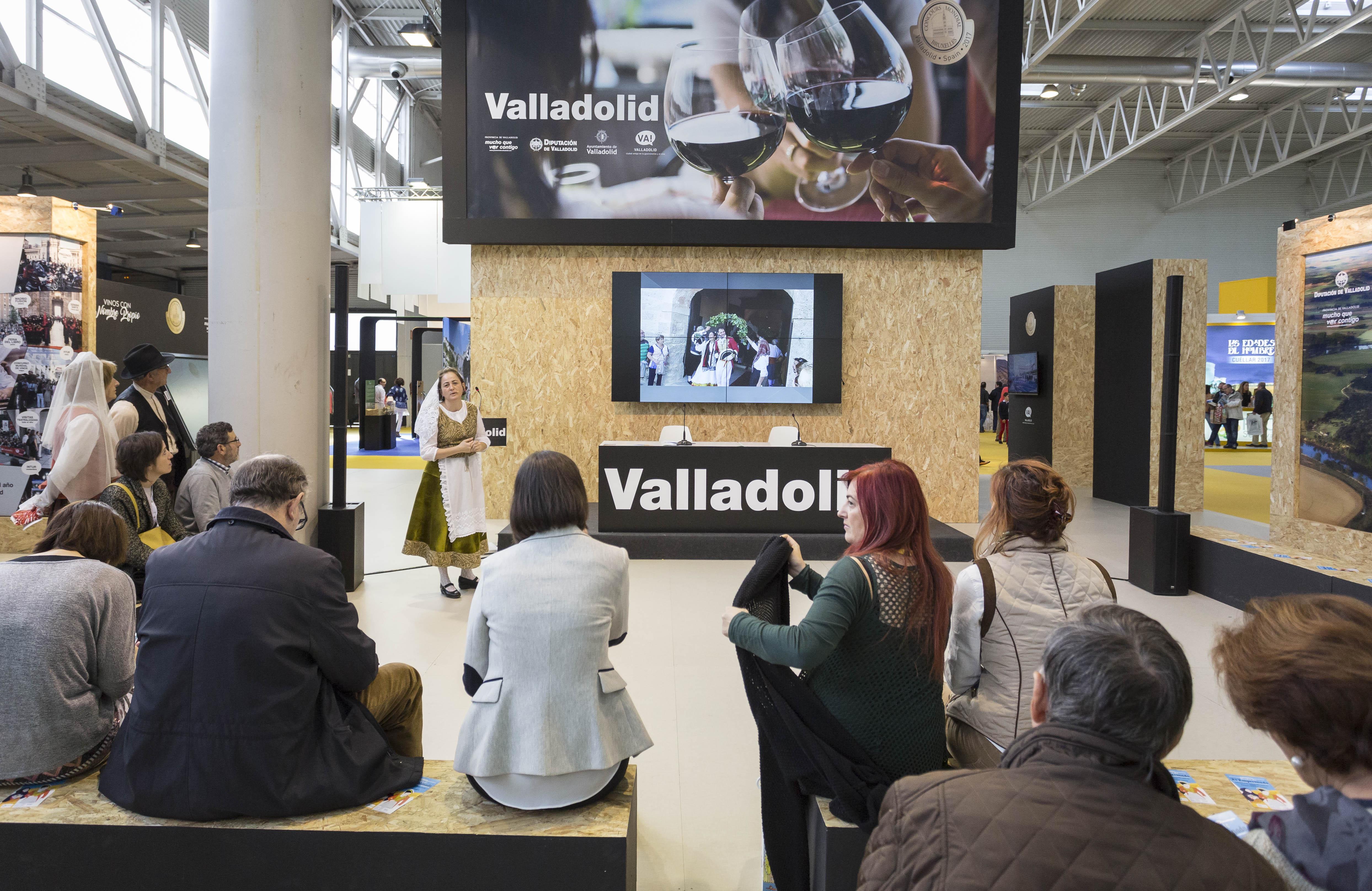 """En el stand de la Diputación de Valladolid presentando la """"Boda de El Empecinado"""" (Intur 2016)-cultyocio"""